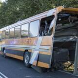 En lastbil og en bus kørte torsdag eftermiddag sammen - op bag i hinanden - ved Stenild nord for Hobro. 12 personer er pt sendt til hospitalet.