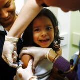 En mæslingeepidemi, der har ramt USA, har igen fået debatten for eller imod vaccination til at blusse op. Også politikerne i Washington har ladet sig påvirke af bacillen, og flere er kommet galt af sted, fordi det har udtrykt deres tvivl om, hvorvidt det er tilrådeligt at lade sig vaccinere