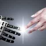 Onsdag offentliggjorde PwC en analyse, som viser, at den digitale revolution er i fuld gang, og at virksomheder på globalt plan årligt vil investere 1,2 billioner euro i ny teknologi – som øget digitalisering, automatisering, flere robotter, bedre udnyttelse af data – for at få dybere indsigt i kundernes adfærd.
