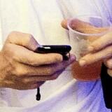 Billeder delt på mobilen er almindeligt, men samtidig overskrides mange unges grænser.
