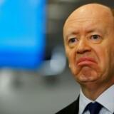 På et hasteindkaldt møde søndag har bestyrelsen i Deutsche Bank besluttet at afskedige den britiske topchef John Cryan to år før kontraktudløb.