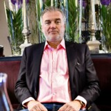 Den tidligere Saxo Bank-direktør Lars Seier Christensen er utilfreds med DIF's negative reaktioner ovenpå Bjarne Riis' nye rolle som holdejer for det danske kontinentalhold Team Virtu Pro-Veloconcept.