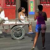 I gaderne i Havana fejrer overraskede og glade cubanere, at mere end fem årtiers fjendskab med USA er slut.