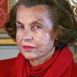 """(FILES) This file photo taken on April 18, 2005 shows France's richest woman, Liliane Bettencourt posing at the Elysee Palace in Paris. L'Oreal heiress Liliane Bettencourt, the world's richest woman, has died at the age of 94, her family said on September 21, 2017. """"Liliane Bettencourt died last night at home, """" her daughter said in a statement. / AFP PHOTO / FILES / PATRICK KOVARIK"""