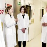 Beskæftigelsesminister Mette Frederiksen (nr. to fra venstre) og uddannelses-, forsknings- og innovationsminister Morten Østergaard (tv.) var i efteråret 2013 på en inspirationstur til medicinalkoncernen Leo Pharma som optakt til en strategi for at tiltrække mere højtuddannet, udenlandsk arbejdskraft.