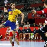 I det svenske forsvar regerer tometermanden Jesper Nielsen (tv) fra Paris Saint-Germain og får god hjælp fra blandt andre Max Darj, der er vant til at spille hårdt i den tyske Bundesliga.