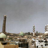TOPSHOT - A general view shows a leaning minaret and Nouri Mosque in the Old City of Mosul on May 24, 2017, during the ongoing offensive to retake the area from Islamic State (IS) group fighters. / AFP PHOTO / Ahmad al-Rubaye