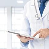 »Det giver en større sikkerhed, når de ordinerede undersøgelser, medicin eller lignende er bestilt og i samarbejde med patienten lagt tidstro ind i journalen.« Modelfoto: Scanpix