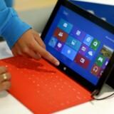 Tablet-computeren Surface er en af de andre satsninger, der har kostet Microsoft dyrt.
