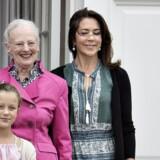 Her ses prins Christian, prinsesse Isabella, dronning Margrethe og kronprinsesse Mary på den danske kongefamilies sommerresidens, Gråsten Slot. Henning Bagger/Ritzau Scanpix