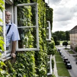 Lars Erik Sebbelov - andelshaver, der kæmper mod bankerne. Han bor i andelsboligforeningen Klostergården, Ved Klostret, København Ø.