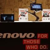 Lenovo vokser sig endnu større og befæster sin toppost blandt PC-producenterne. Lenovo har for nylig købt den amerikanske mobilproducent Motorola og arbejder sig nu også ind på mobilmarkedet. Arkivfoto: Bobby Yip, Reuters/Scanpix