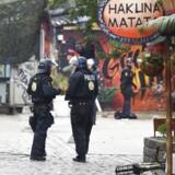 Københavns Politi er fredag i gang med fjerne hashboder i Pusher Street i Christiania. Der er tale om en større aktion, som muligvis er kulminationen på en næsten fire år lang målrettet indsats mod den organiserede hashhandel.