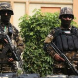 »Jeg kan bekræfte, at Taliban i aftes igangsatte en bølge af angreb mod politiets kontrolposter i distrikterne Maiwand og Zhari. Vi mistede 22 modige politifolk,« siger en talsmand for guvernøren i provinsen Kandahar.