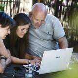Ole Raulund med familie, der kæmper med at få forældrekøbet finansieret. »Jeg vil helst have noget på Nørrebro,« siger datteren.