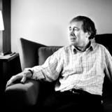 Forfatter Stig Dalager i sit hjem.