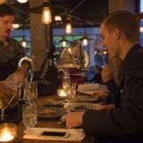 Toro er en udvidet tapasbar, så man kan også sidde i baren og spise. Sortfodsskinke i egen holder hører til specialiteterne.