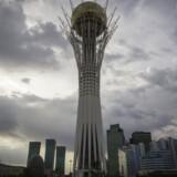 Et vue mod det 105 meter høje Baiterek-tårn i den kasakhiske hovedstad Astana, hvor Telia angiveligt er involveret i en ny bestikkelsessag. Arkivfoto: Shamil Zhumatov, Reuters/Scanpix