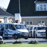 Politiet foran Sandholmlejren tirsdag den 29 september 2015, hvor en betjent blev stukket ned med kniv.