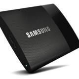 SSD T1 måler blot 71 x 9,2 x 53,2 mm men kan i den største udgave rumme en terabyte data. Foto: Samsung