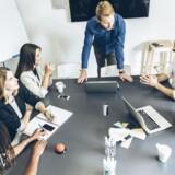 En kundechef er bange for, at virksomhedens administrerende direktør vil ødelægge den gode stemning på kontoret. Hvad skal han gøre? Deltag i ugens dilemma her.
