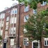 På Langøgade på Østerbro ligger to andelsejendomme klods op ad hinanden.De er nærmest identiske. Forskellen på de to er, at den ene er vurderet til 14,2 mio. kroner af det offentlige, mens den anden er vurderet til 46,5 mio. kroner. Onsdag den 11. maj 2016.