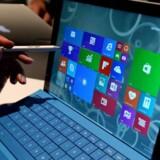 Microsofts tavle-PC, Surface Pro 3 med aftageligt tastatur og digital pen, kom sidste år og er blevet en god succes. Nu er en ny model på vej sammen med nye Lumia-telefoner med Windows 10. Arkivfoto: Stan Honda, AFP/Scanpix