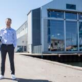 Søren Lund foran Hummels hovedkvarter på Aarhus Havn. Foto: Hummel
