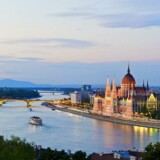 Den ungarske regering vil fra 2015 lægge skat på at bruge internetforbindelsen. Forslaget skal godkendes i det ungarske parlament (billedet) i Budapest. Foto: Iris/Scanpix