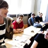 Flere gode historier om folkeskolen kan få flere til at vælge den til, mener folkeskoleekspert.