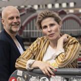 Troels Lyby og Cecilie Stenspil er landet foran Hovedbanegården efter at have filmet i New Zealand. De er to af de danske skuespillere, der nyder godt af en stigende internationalisering af TV-branchen. PR-foto: Per Arnesen