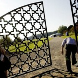 Arkivfoto af portene ind til Danmarks første rent muslimske gravplads, der blev anlagt på en grøn mark mellem Holbækmotorvejen og Brøndbyskoven.