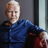 Det Kongelige Teaters skuespilchef, Morten Kirkskov, begrunder beslutningen med, at teatret har »et par andre romanprojekter, som vi prioriterer højere«.