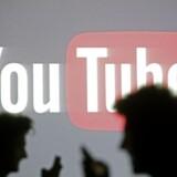 Efter ti år i luften har videotjenesten YouTube flere brugere end nogensinde før. Populariteten skyldes først og fremmest indholdet, forklarer tjenestens talsperson.