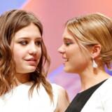 De to franske skuespillere, Lea Seydoux og Adele Exarchopoulos, vandt i 2013 Guldpalmen for filmen »Adèles liv«, der handler om teenageren Adèles forandrende møde med en jævnaldrende pige.