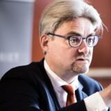 Justitsminister Søren Pind (V) nedsatte i går en undersøgelseskommission, der skal finde ud af, hvem der har ansvaret for, at Københavns Politi under det kinesiske statsbesøg i 2012 forhindrede demonstranter i at vise det tibetanske flag.