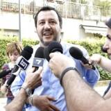 Lega Nord-chefen Matteo Salvini skyder med skarpt efter Tyskland efter den kuldsejlede regeringsdannelse i Italien. Forholdet mellem Italien og Tyskland er kommet på en hård prøve. (Flavio Lo Scalzo/ANSA via AP)