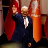 Transportminister Binali Yildirim, som bliver Tyrkiets nye premierminister, er på ingen måde langt fra præsident Erdogan – hverken politisk eller personligt. Præsidenten har ifølge forfatningen ingen mulighed for at udpege premierministeren, men i Tyrkiet er de færreste i tvivl om, at præsident Erdogan står bag valget af transportministeren. Erdogans og Yildirims venskab går årtier tilbage, så det ventes også, at Yildirim vil bane vejen for de forfatningsændringer, som præsident Erdogan ønsker gennemført. Foto: Umit Bektas/Reuters