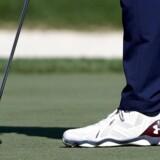 »Golfsporten havde et gyldent årti fra 1998 til 2008, hvor sporten voksede enormt. Spillere som Anders Hansen, Søren Hansen og Thomas Bjørn var med til at få flere folks øjne op for golf,« siger Jesper Jürgensen fra Dansk golfspil Union. Men så ramte krisen. Det kunne mærkes på golfbanerne, hvor medlemstilgangen stagnerede. I dag ligger niveauet nogenlunde som for ti år siden, og derfor skal der åbnes op, mener DGU.