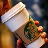 Selv om kaffekæden Starbucks løftede sit salg i første kvartal, var det ikke nok til at tilfredsstille investorerne, der ligesom analytikerne i markedet havde sat næsen op efter en langt højere vækst.