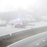Stribevis af trafikulykker omkring den nye Lillebæltsbro forårsagede timelange køer mandag den 12. marts 2018. Ulykkerne skyldtes en kombinationen af tæt tåge, for høje hastigheder og ukorrekt lygteføring. Flere kom til skade og beredskabet havde 75 mand i gang med det store oprydningsarbejde. . (Foto: Peter Leth-Larsen/Scanpix 2018)