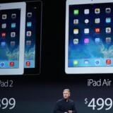 Apples Philip W. Schiller fremviser den nye og femte iPad, iPad Air, i San Francisco tirsdag aften. Foto: Robert Galbraith, Reuters/Scanpix