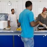 Beboere i køkkenet på asylcenteret Auderød. Arkivfoto: Liselotte Sabroe