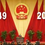 Den kinesiske præsident Xi Jingping afholder en tale ved nationaldagsreceptionen i »The Great Hall of the People« i Bejing. Kina fejrer i disse dage at det er 65 siden, at Mao udråbte folkerepublikkens start. Tirsdag begyndte »den gyldne uge« - en nationalt betalt uges ferie.