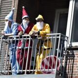Mange henvender sig til Bolius og er i tvivl, om naboen godt må grille, larme eller ryge fra altanen, men faktisk er der ingen overordnende regler. Det er nemlig op til de enkelte boligforeninger at lave klare retningslinjer. (Arkivfoto fra Karneval i Aalborg)
