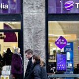 Antallet af mobilabonnenter hos Telia faldt med 7000 i tredje kvartal. Her ses Teliabutikken på Strøget.