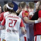 Danmarks Hans Lindberg (længst til venstre) efter EM-håndboldkampen mellem Danmark-Tjekkiet i Arena Varazdin mandag den 15 januar 2018. Nederlaget til Tjekkiet kom som et chok for spillerne efter den flotte åbning på EM. Kvalifikationen til mellemrunden er i hus, men nedturen kan blive dyr.