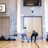 Hver fjerde elev i 9. klasse i Københavns kommune bliver ikke erklæret uddannelsesparat. 9.Y på Islands Brygge Skole bruger fritkvarteret på at spille stikbold i skolens hal.