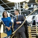 Lightyears' direktør Lars Østergaard Olsen sammen med Kronprinsparret, da det besøgte forretningen i 2012
