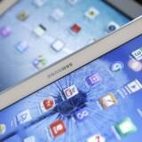 Samsungs brede satsning på tavle-PCer i alle størrelser bærer frugt. På et år er Samsungs salg næsten fordoblet og har trængt Apple mere i baggrunden, selv om Apple fortsat er det førende mærke, dog nu kun med en markedsandel på 33 procent. Foto: Kim Hong-Ji, Reuters/Scanpix